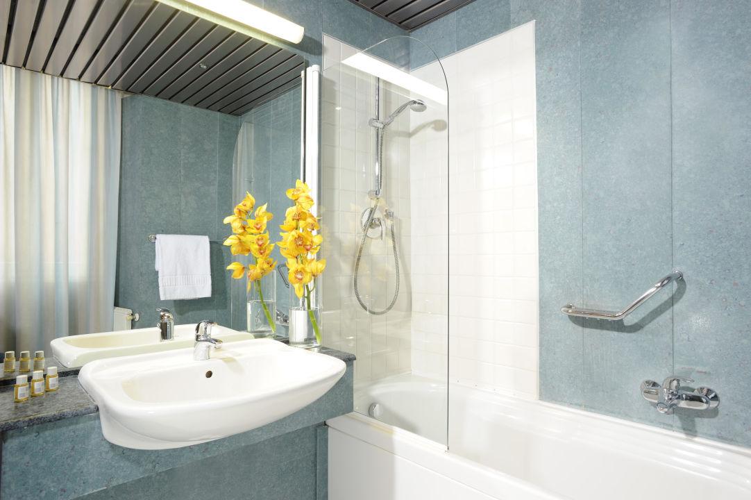 Bagni Con Doccia Foto : Doccia in muratura senza porta con bagni moderni piccoli con