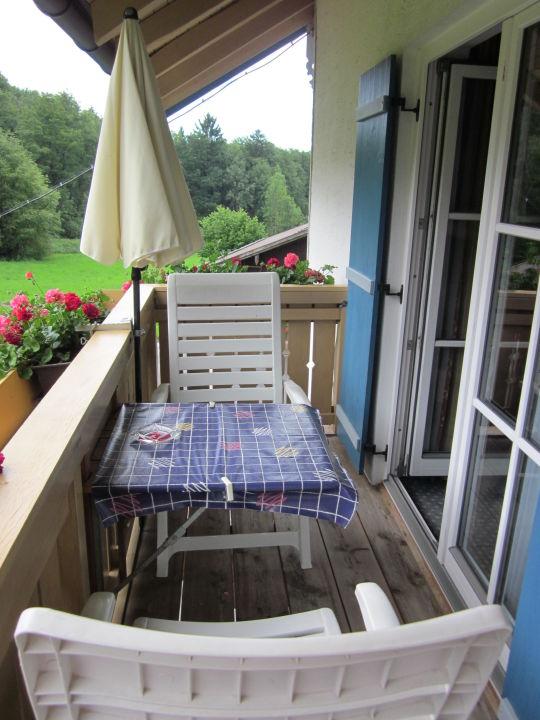 netter kleiner balkon g stehaus schwarz prien am. Black Bedroom Furniture Sets. Home Design Ideas