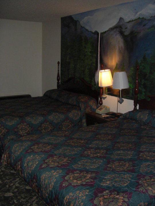 Eines der beiden Schlafzimmer Best Western Plus Yosemite Gateway Gasthof