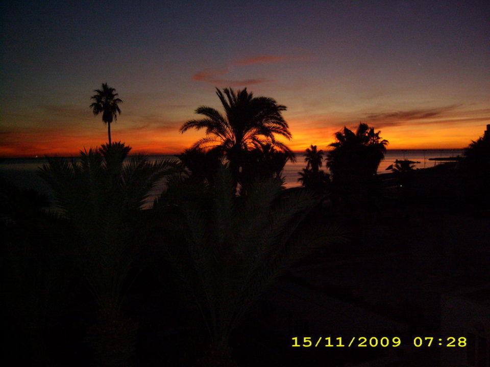 Sonnenaufgang über dem Meer Hotel Abou Nawas Nejma  (geschlossen)