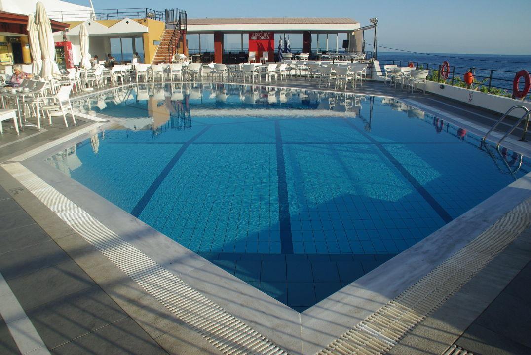 Piscine du front de mer sissi bay hotel spa sisi for Piscine b24