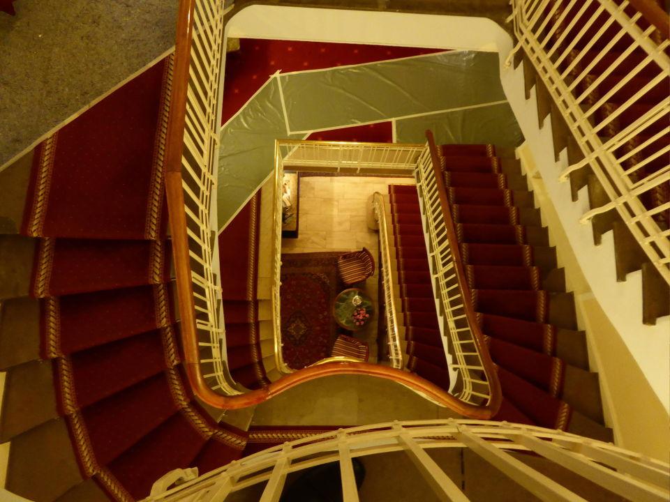 Bild treppenhaus zu bellevue rheinhotel in boppard for Bilder fa r treppenhaus