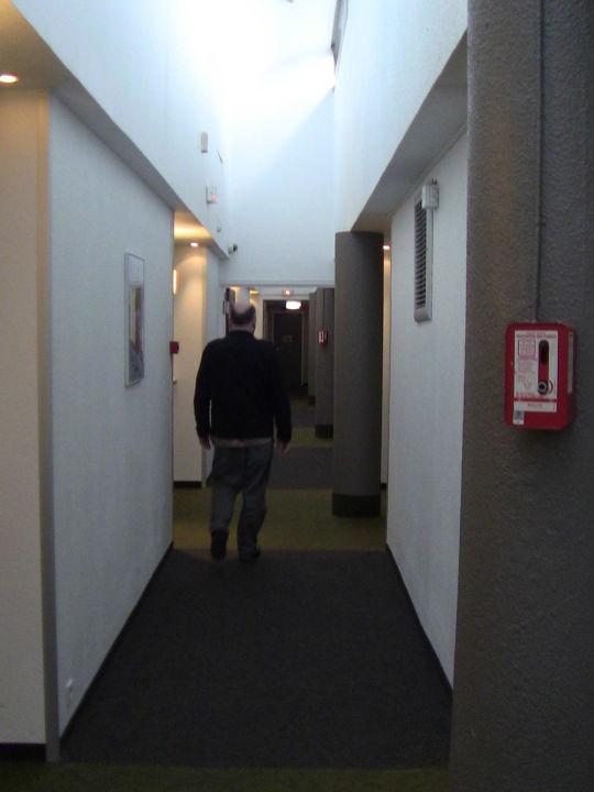 Bild eingang zu ibis budget hotel paris porte de pantin for Porte de pantin salon