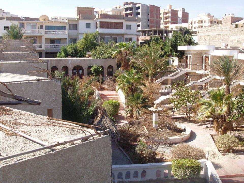Baustelle oder Garten Hotel Moon Valley Resort
