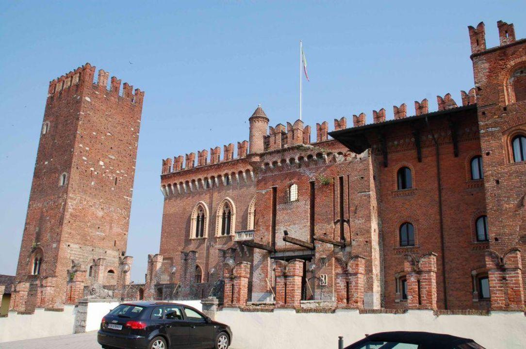 Parkplatz und Hotel Hotel Castello Di Carimate