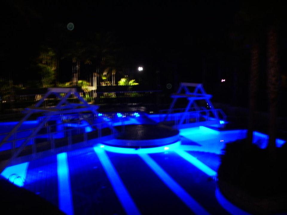 Der Hauptpool bei Nacht Sealife Buket Resort & Beach