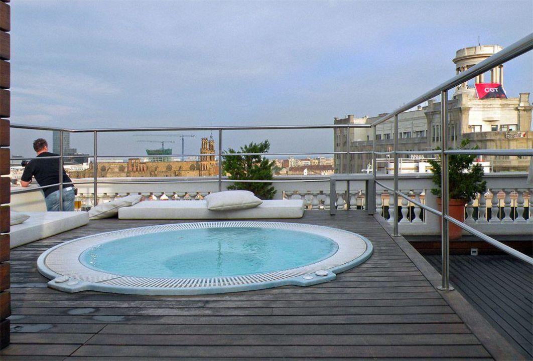 whirlpool auf der dachterrasse hotel h10 montcada barcelona holidaycheck katalonien. Black Bedroom Furniture Sets. Home Design Ideas