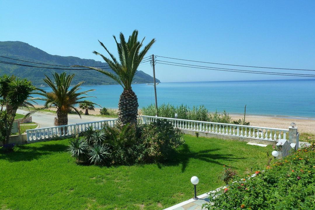 blick vom pool hotel belle helene beach agios georgios pagi holidaycheck korfu. Black Bedroom Furniture Sets. Home Design Ideas