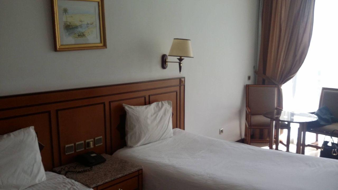 bild bequeme breite betten zu hotel beach albatros agadir in agadir. Black Bedroom Furniture Sets. Home Design Ideas