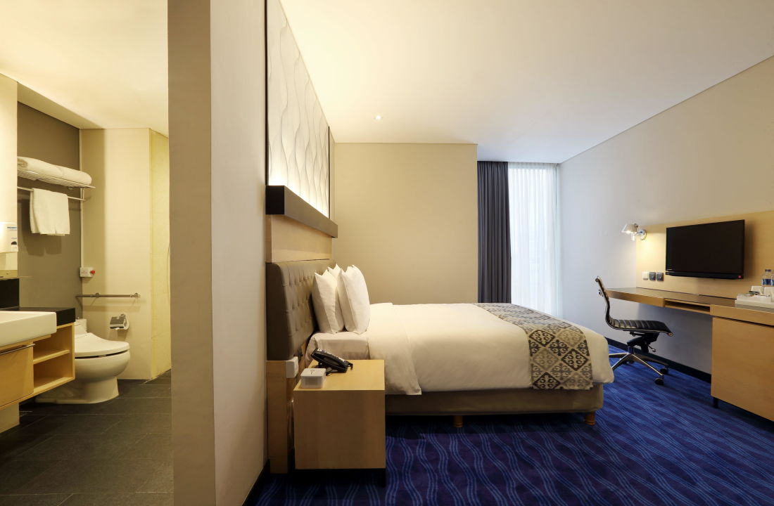 Wheelchair Accessible Room Holiday Inn Express Jakarta Thamrin
