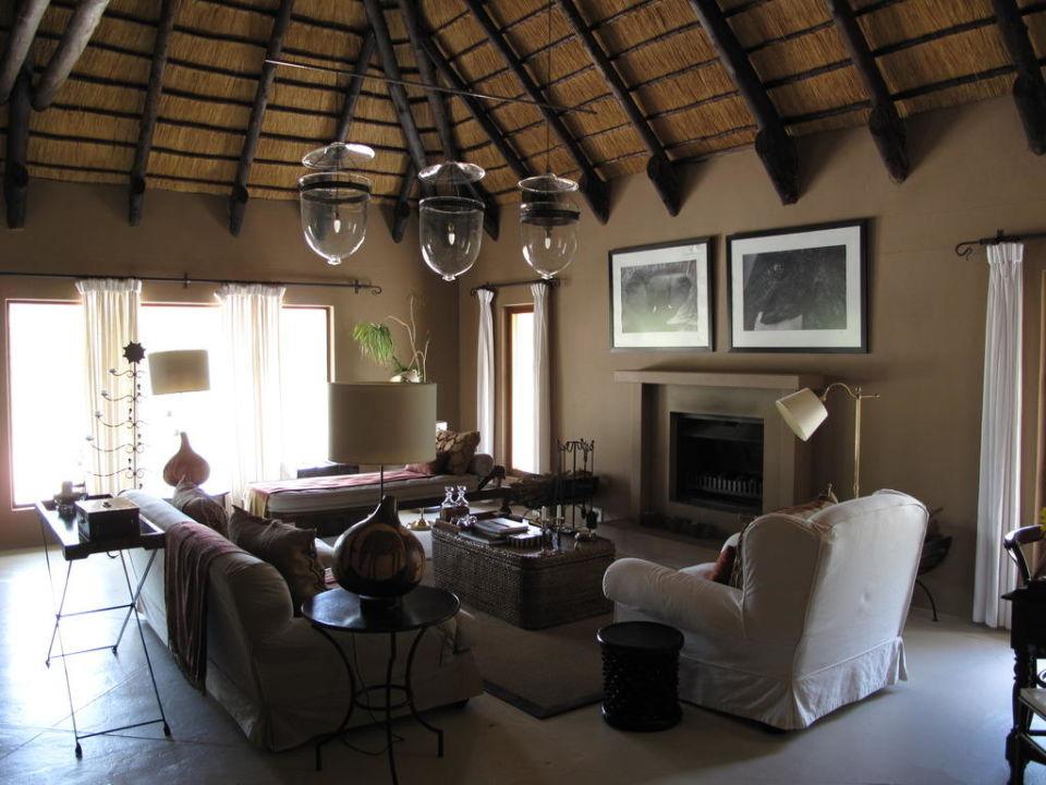 bild sch ne spinne zu hotel mushara lodge in etosha nationalpark. Black Bedroom Furniture Sets. Home Design Ideas
