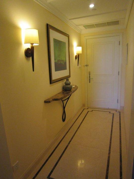 Flur des Zimmers The Westin Dubai Mina Seyahi Beach Resort & Marina