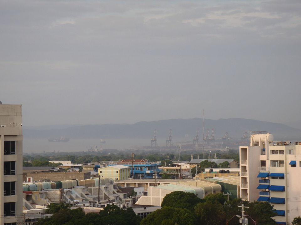 Sicht vom Balkon auf den Hafen Jamaica Pegasus Hotel