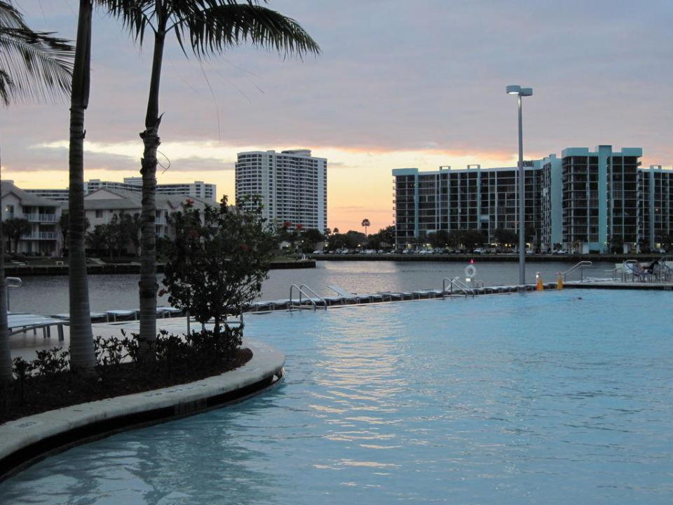 Pool mit Waterway DoubleTree Resort Hollywood Beach
