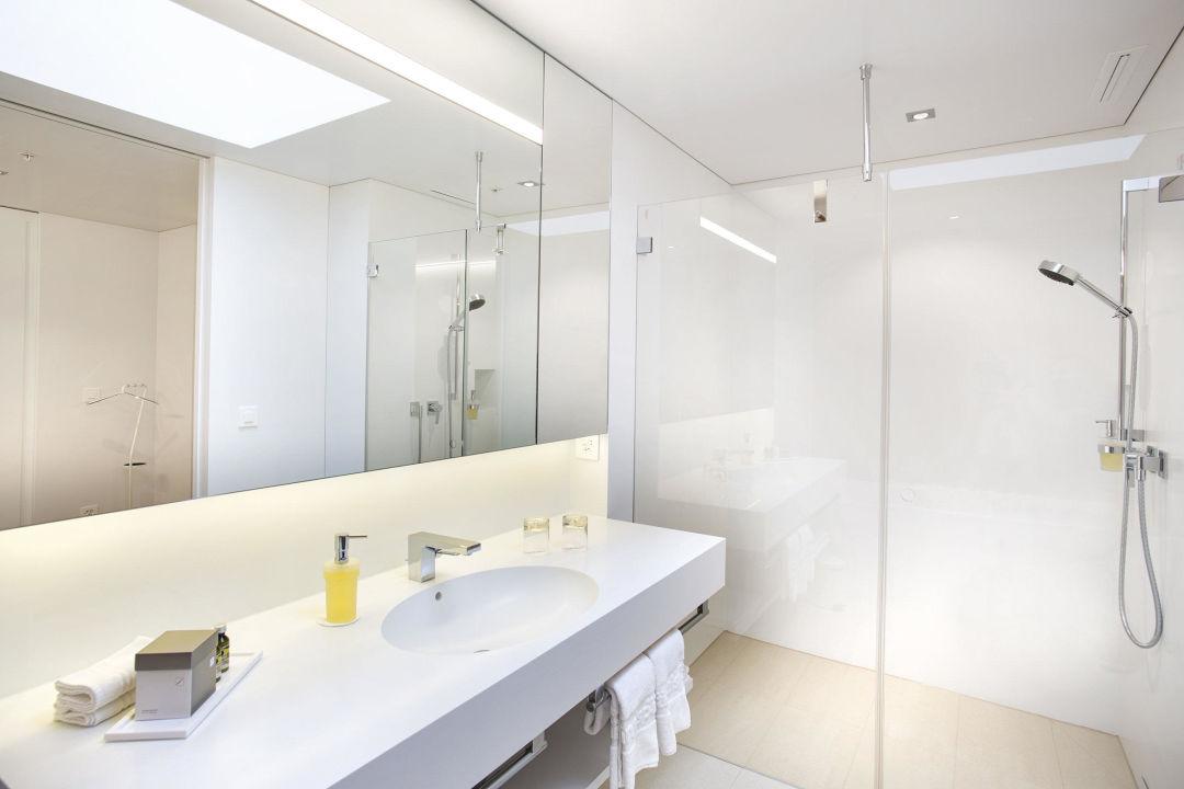 badezimmer juniorsuite haus s ntis hotel s ntispark engelburg holidaycheck kanton st. Black Bedroom Furniture Sets. Home Design Ideas