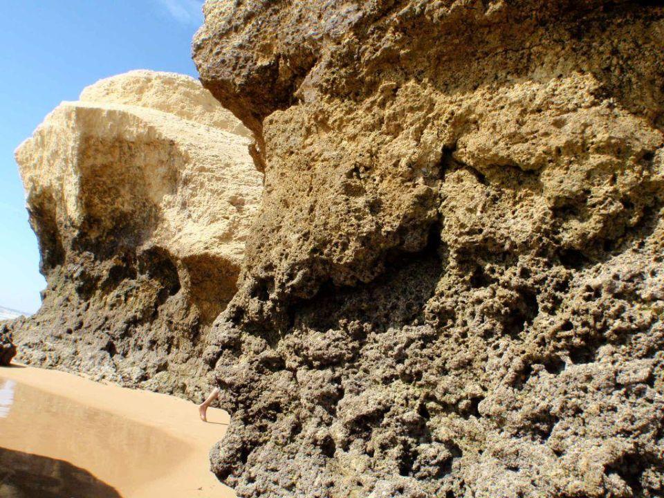 Skałki na plaży Hotel Vila Galé Atlântico