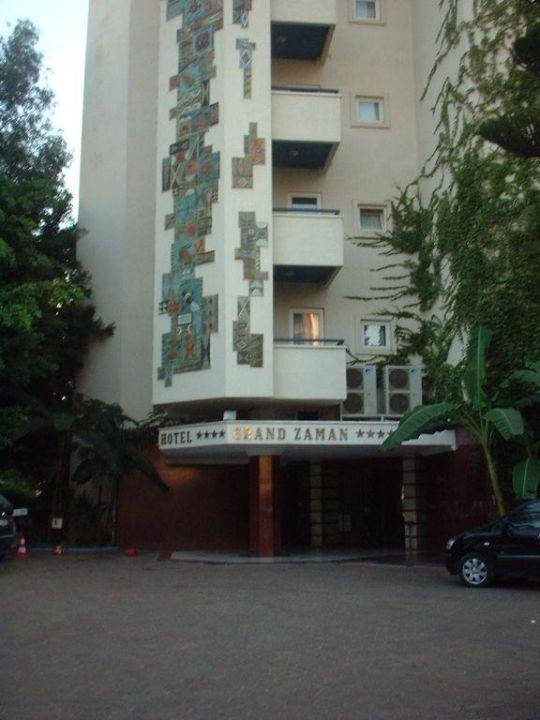 Haupteingang Hotel Grand Zaman Beach