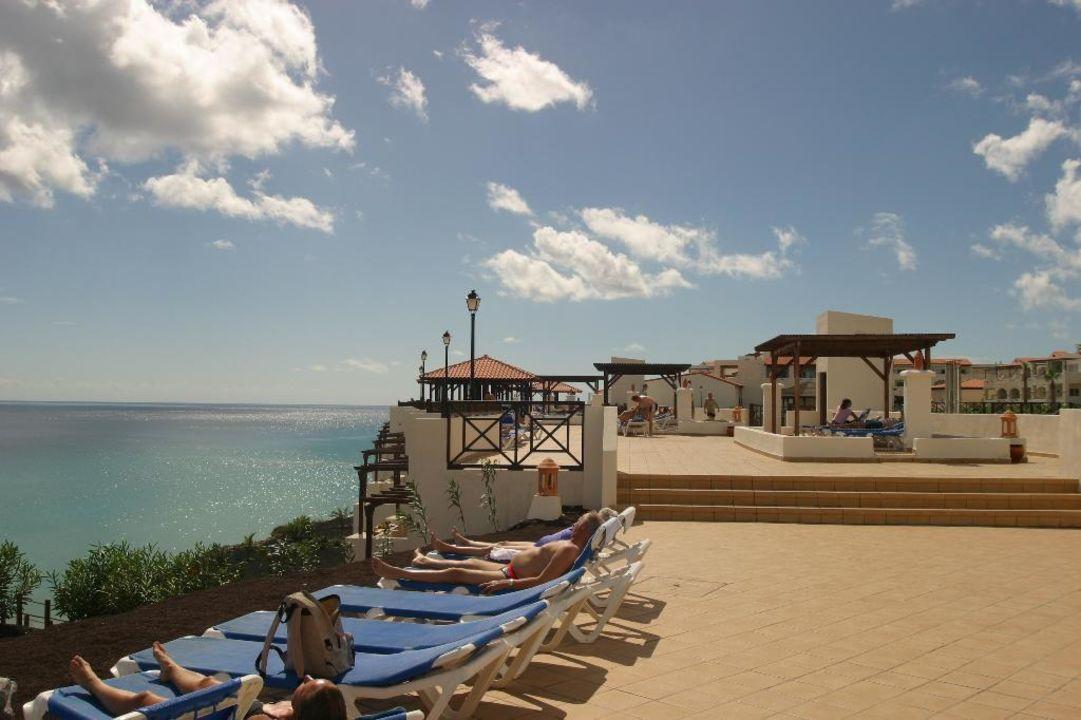 Bild von der Poolanlage zum Strand hinunter TUI MAGIC LIFE Fuerteventura