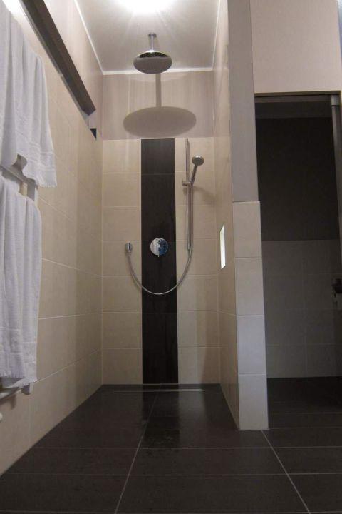 Neues Badezimmer mit Regendusche\