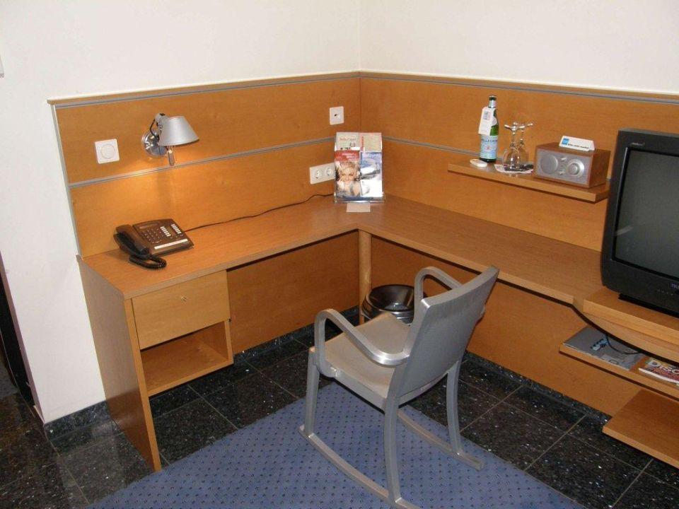 Schreibecke im Superior-Zimmer 104 Avidon Art & Design Hotel