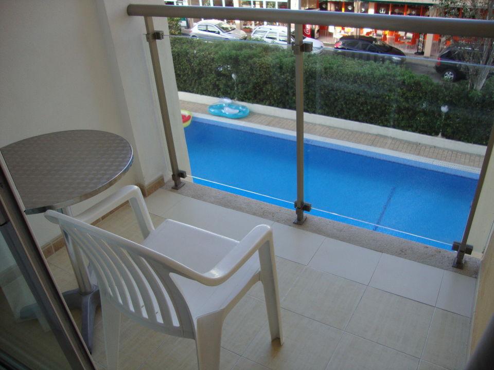 bild mini balkon zu hotel bellamar bella mar in cala ratjada. Black Bedroom Furniture Sets. Home Design Ideas