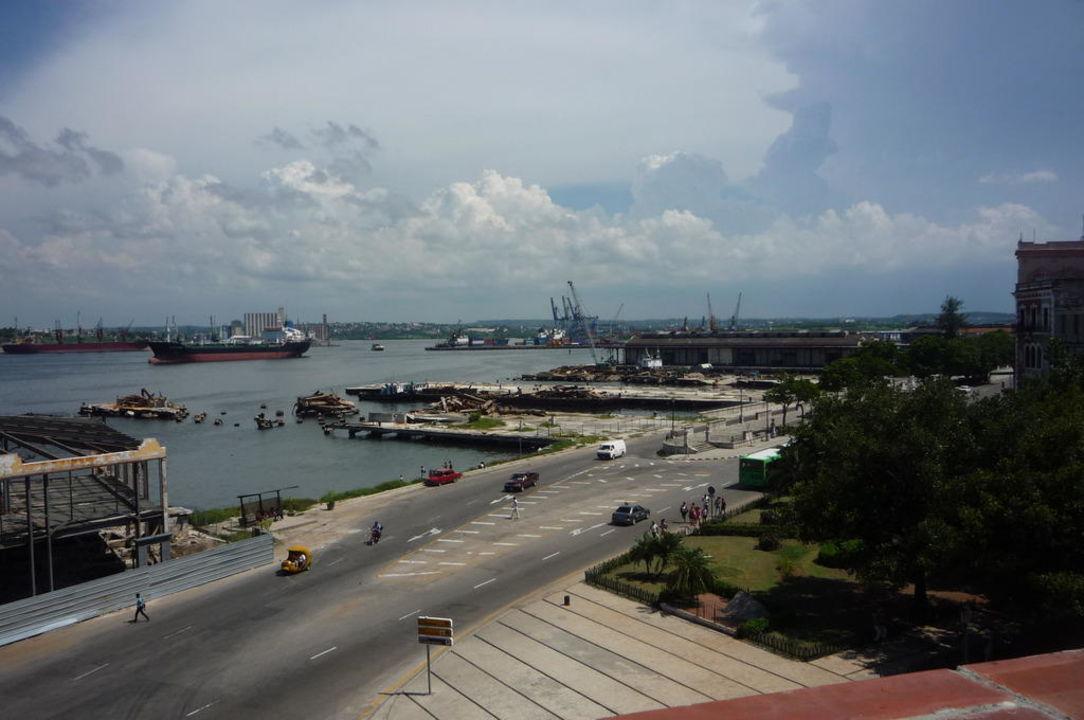 Blick von der Dachterrasse auf den Hafen Hotel Armadores de Santander