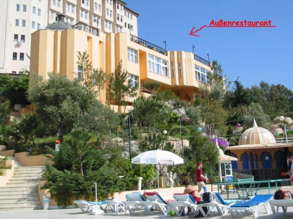 Außenrestaurant mit Blick vom Pool Alkoçlar Adakule Hotel