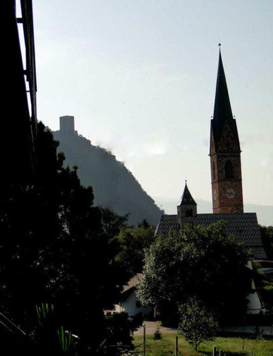 Blick vom Balkon nach Terlan Hotel Restaurant Weingarten