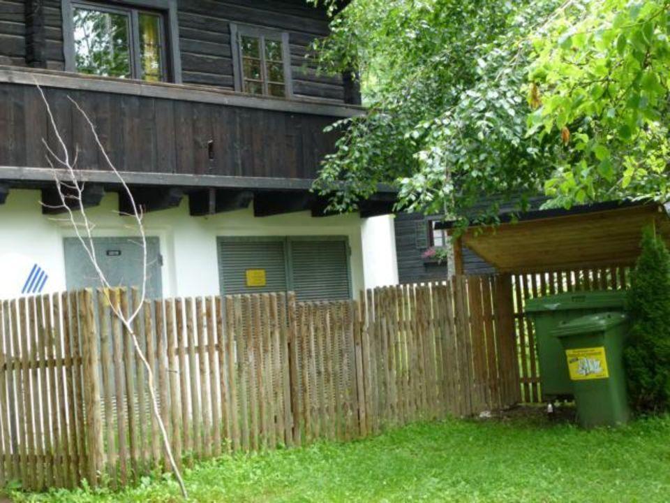 bild schmaler sp rlich m blierter balkon zu naturel. Black Bedroom Furniture Sets. Home Design Ideas
