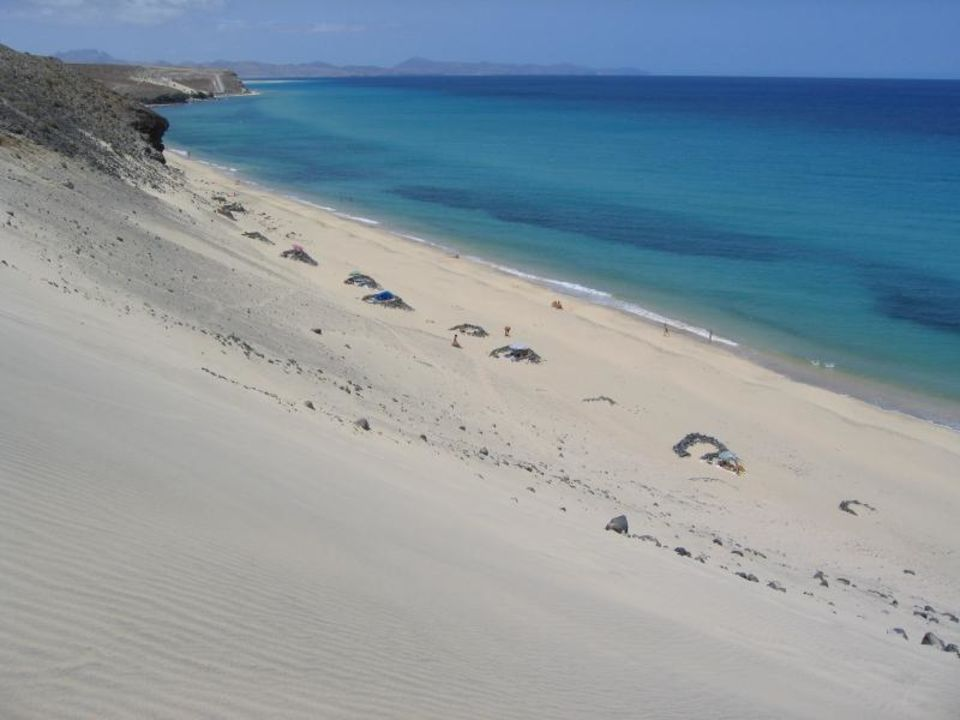 Strand  mit Düne vor dem Hotel Hotel Caleta del Sol (geschlossen)