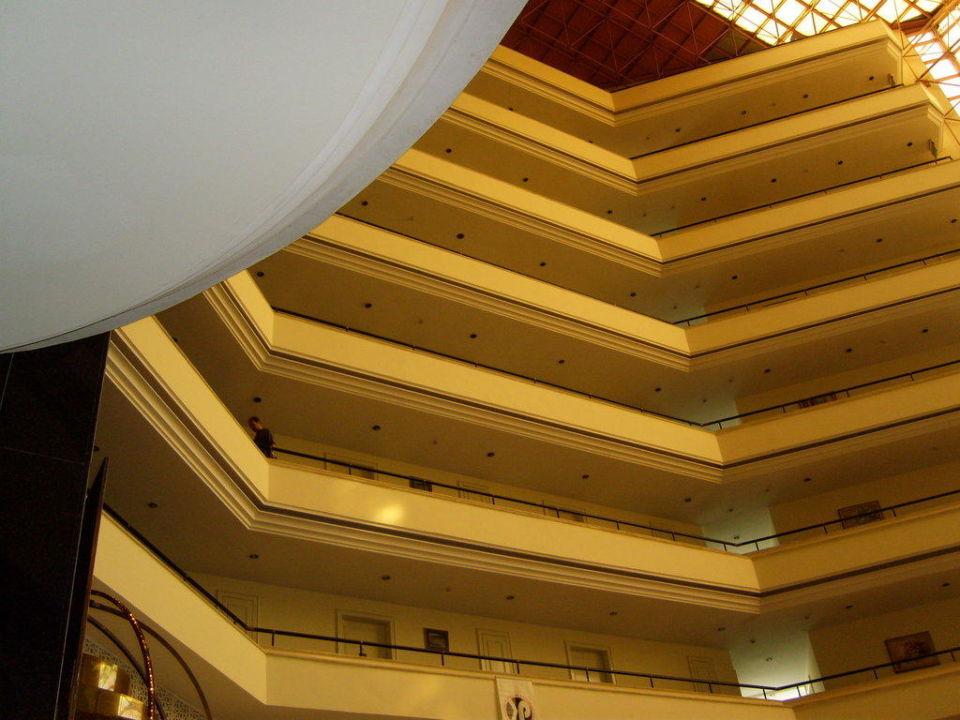 Aussicht auf die Stockwerke aus der Lobby Hotel Royal Palm Resort