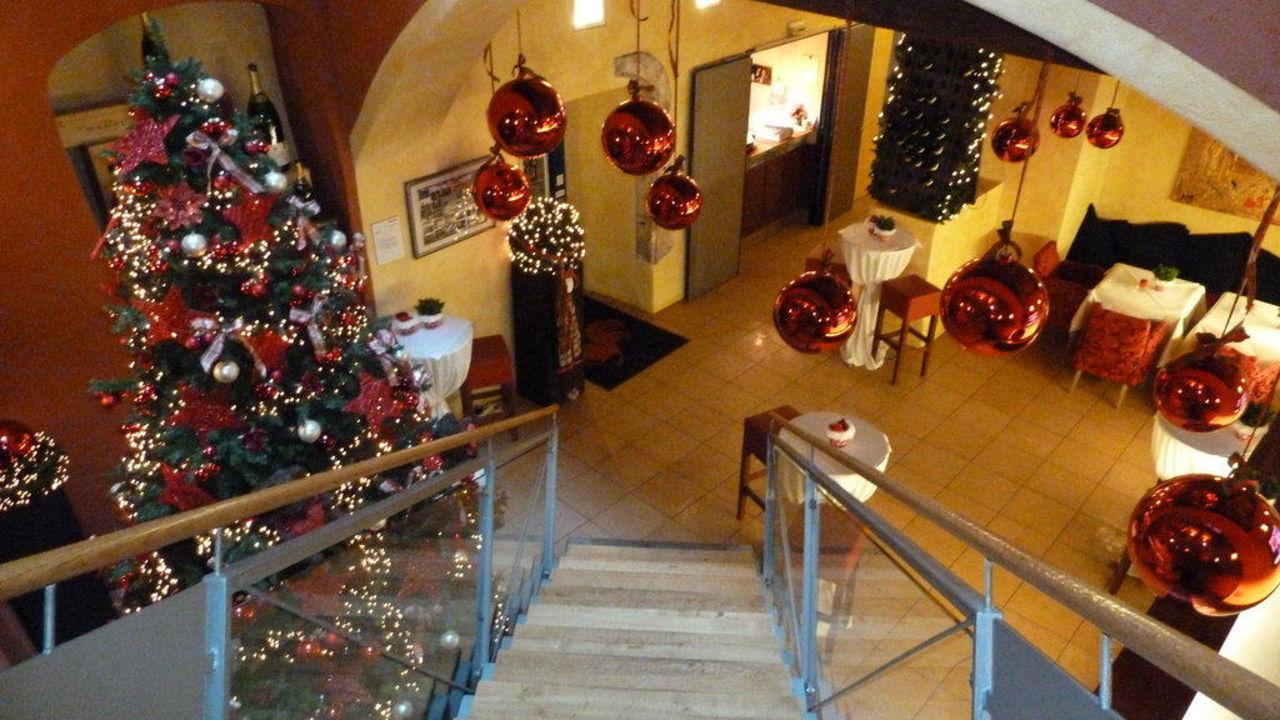 weihnachtliche dekoration hotel roter hahn regensburg. Black Bedroom Furniture Sets. Home Design Ideas
