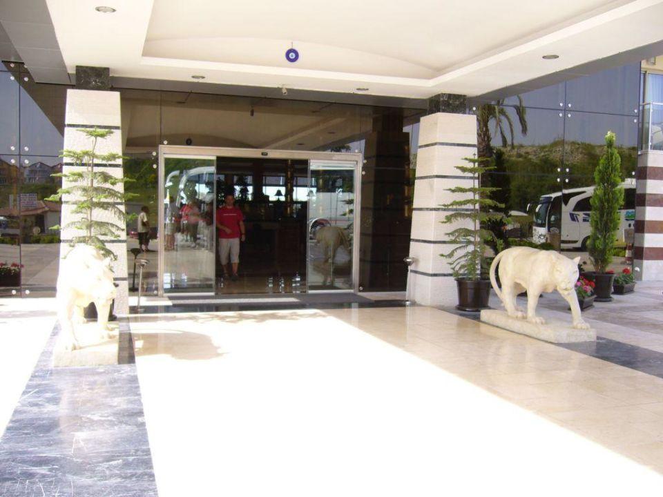 Hoteleingang Golden Imperial Resort Hotel