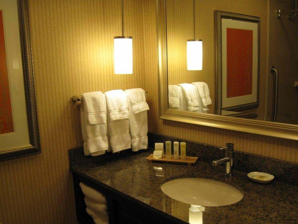Badezimmer mit Waschtisch Hotel Crowne Plaza Worcester Downtown
