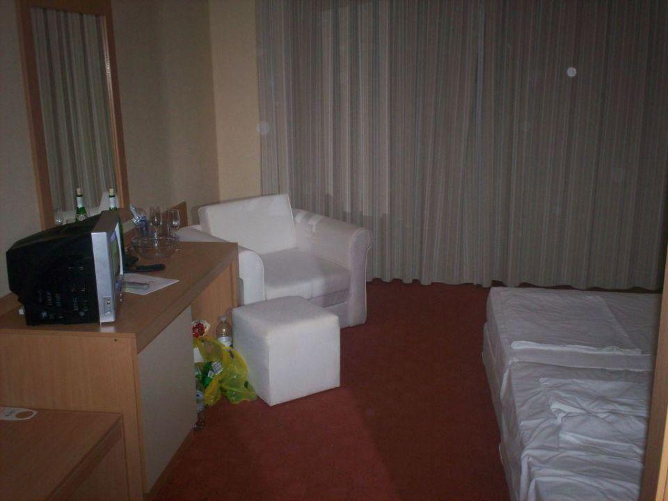 bild das zimmer zu hotel perla in sonnenstrand. Black Bedroom Furniture Sets. Home Design Ideas