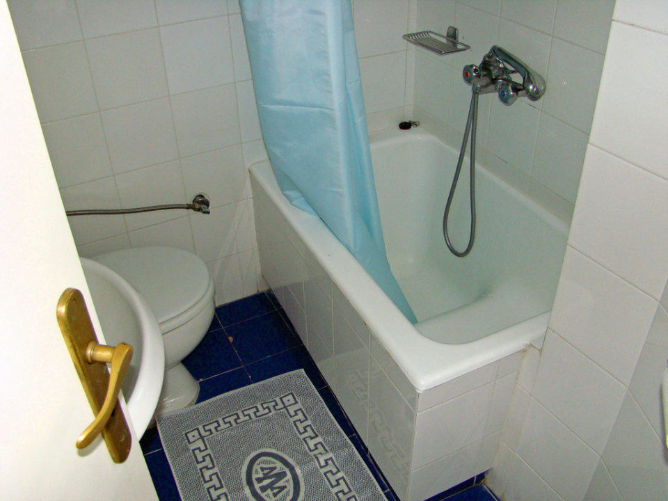 bild zweite toilette mit sitzbadewanne zu volcano view. Black Bedroom Furniture Sets. Home Design Ideas