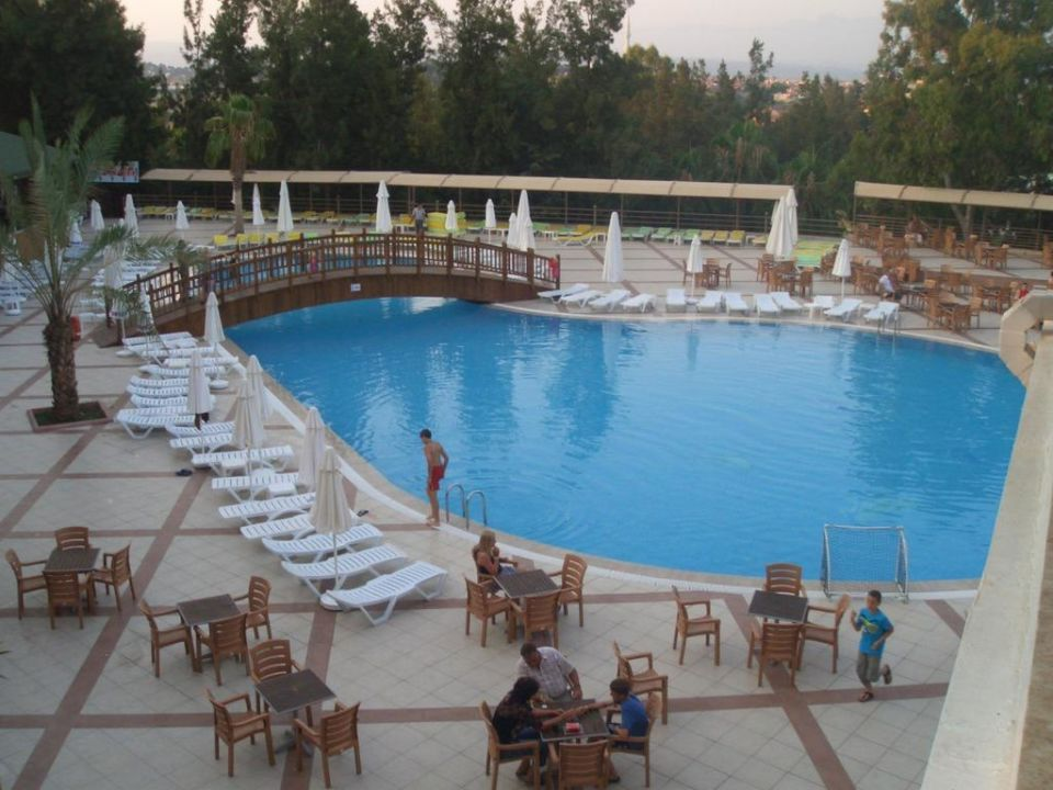 Bild ausblick in den garten vom restaurant zu hotel for Garten pool 4m durchmesser