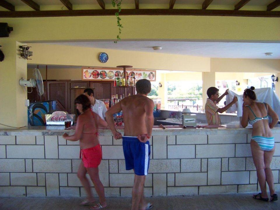 Snackbar zwichen Pool und Strand Kaya Belek Hotel