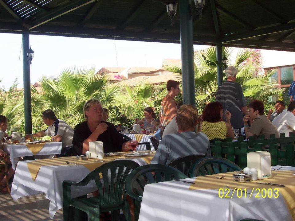 Freiluftterrasse des Büffetrestaurants Justiniano Club Park Conti