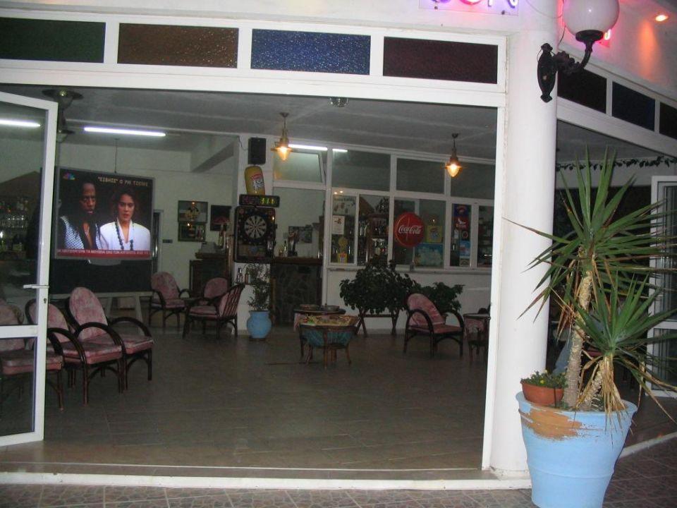 Bar am Strand im Nikita's Rooms Atlantica Marmari Beach