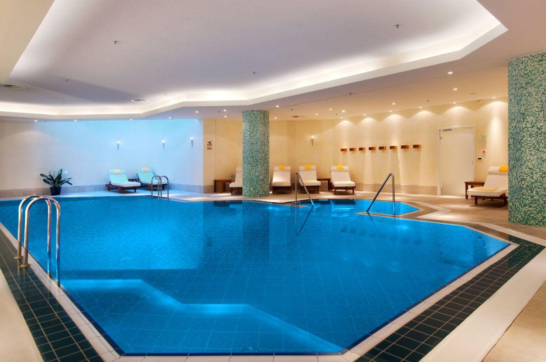 Indoor pool hilton berlin berlin mitte holidaycheck - Indoor swimming pool berlin ...