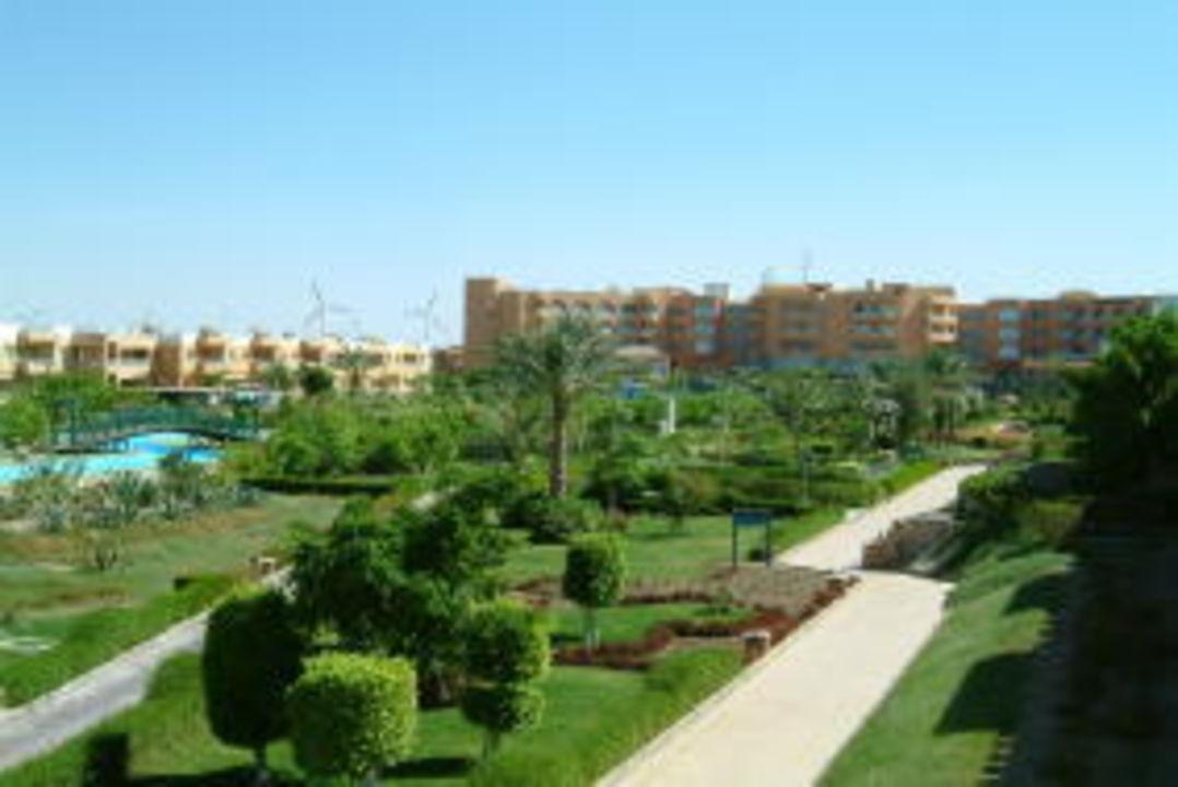 Blick vom Zimmer in Richtung Haupthaus Movie Gate Golden Beach Hurghada