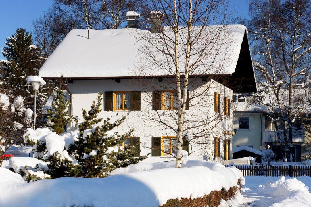 unser haus im winter viel schnee in f ssen ferienhaus ferienwohnung f ssen ostallg u. Black Bedroom Furniture Sets. Home Design Ideas