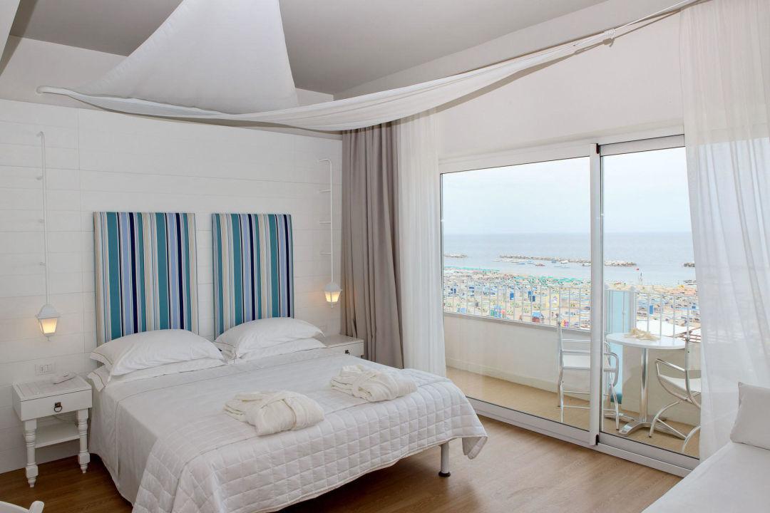Junior Suite  Hotel Luxor Beach