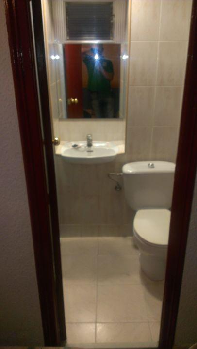 toilette und waschbecken pension miami barcelona holidaycheck katalonien spanien. Black Bedroom Furniture Sets. Home Design Ideas