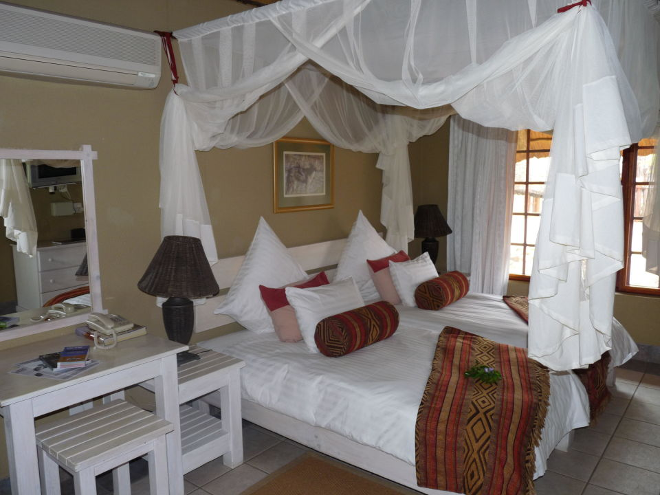 gem tliches bett hotel frans indongo lodge in. Black Bedroom Furniture Sets. Home Design Ideas