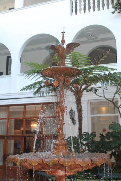 Brunnen im Innenhof Hotel Winchester Mansions