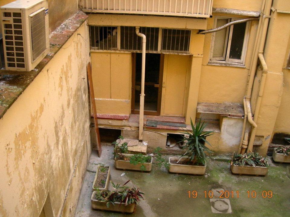 bild risse in der wand zu hotel machiavelli palace in florenz. Black Bedroom Furniture Sets. Home Design Ideas