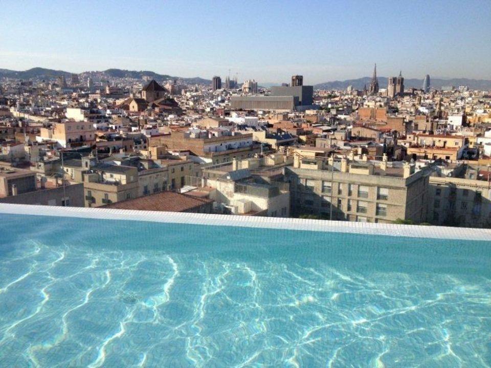 """""""Pool Auf Dem Dach Mit Super Aussicht Auf Barcelona"""" Hotel"""