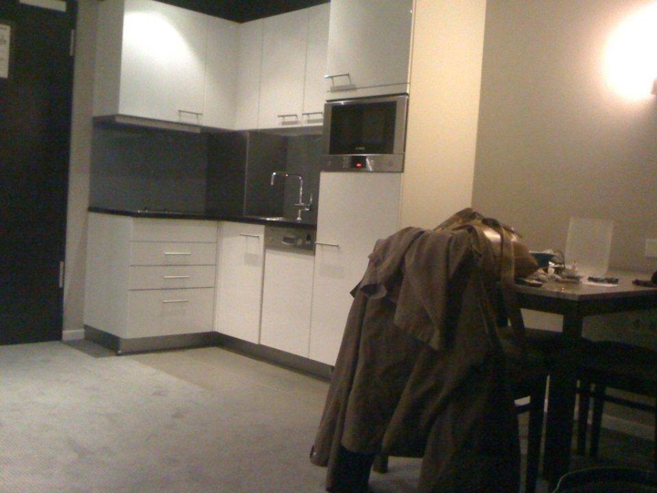 Küche uns Essbereich Adina Apartment Hotel Frankfurt Neue Oper